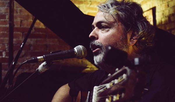 Demétrio Xavier apresenta recital Cantos do Sul da Terra no Café Fon Fon, em Porto Alegre